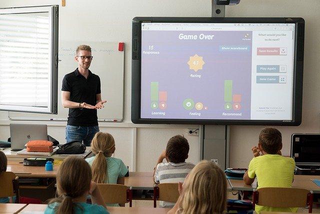 Pekebook | La app que mejora la comunicación entre colegios y padres